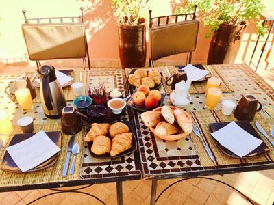 Riad Aya - Marrakech - Maroc - Chambre supérieure - Authentique Petit Déjeuner Marocain